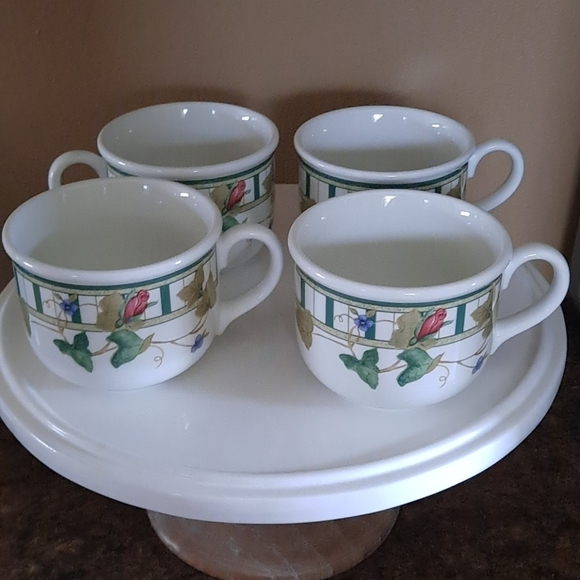 VINTAGE - 4 LENOX Coffee mugs